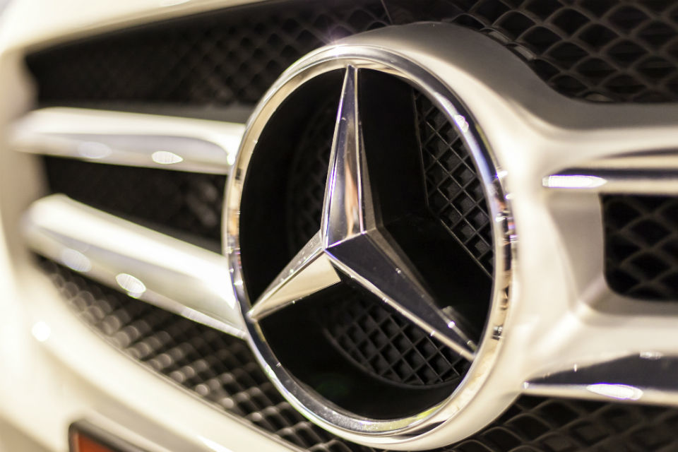 Daimler plans to cut administration costs by 20 percent, report says