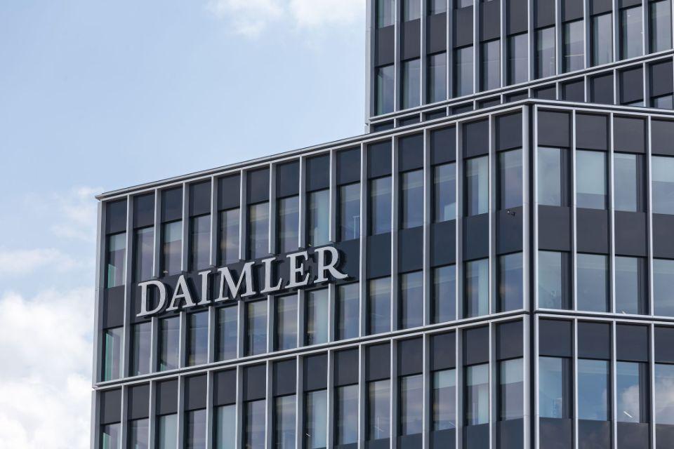 Daimler to pay 1,000 euro 'corona bonus' to German employees