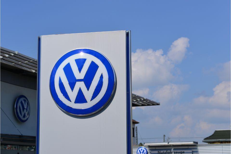 Volkswagen extends suspension of German production
