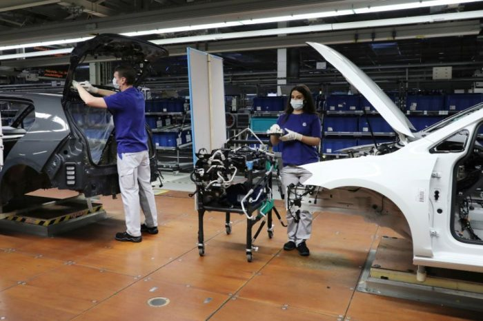 Volkswagen starts gradual resumption of production