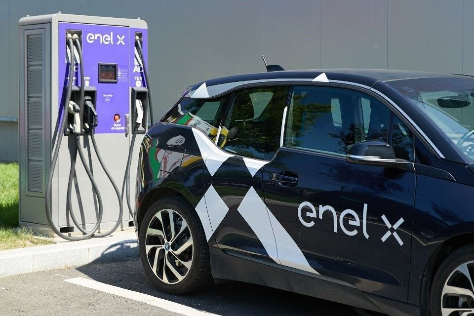 Enel X launches the first ultrafast charging stations of the European E-VIA FLEX-E project in Italy