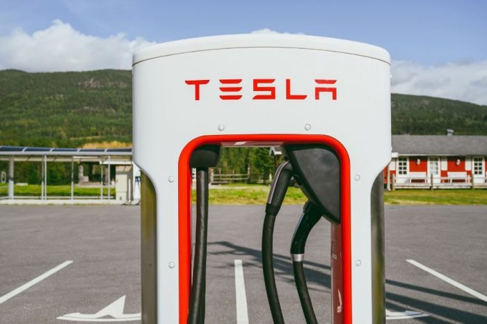 Tesla to raise 5 billion USD through share offering