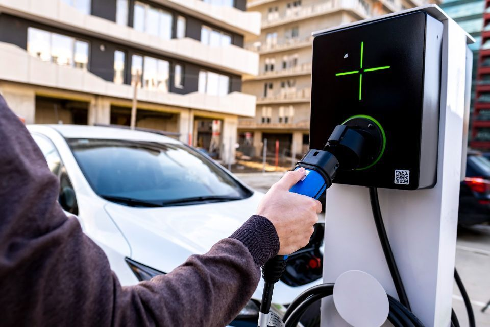 EU registrations of electrified vehicles continued to expand in Q2: ACEA