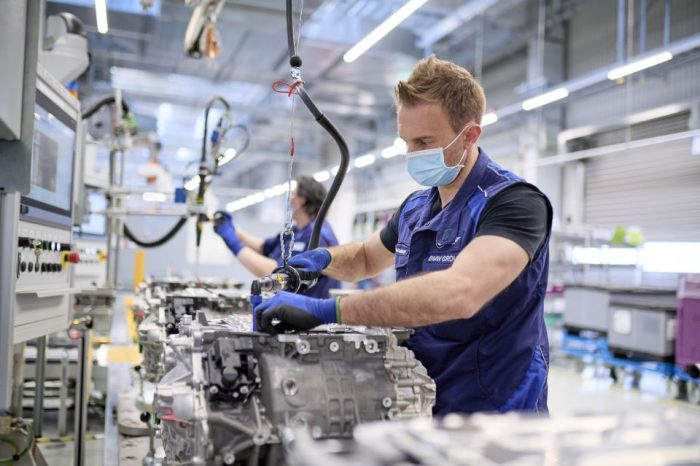 BMW starts e-drivetrain production for the electric models iX and i4
